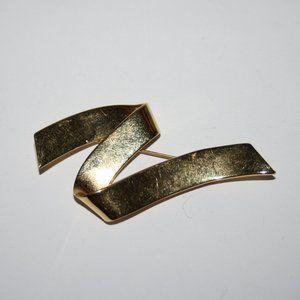 """Vintage gold tone MONET brooch 3"""""""